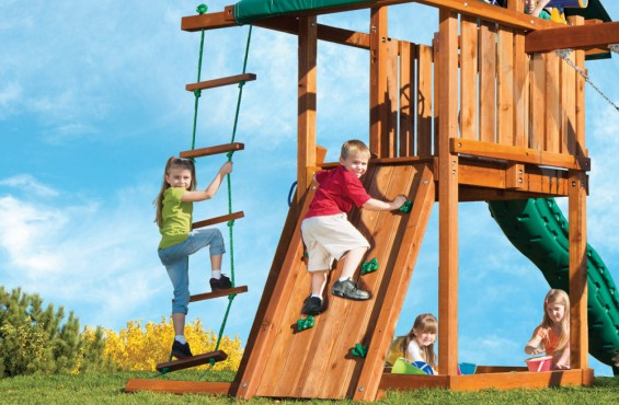 To enter the play deck, children have the option to climb up the adventurous rock wall or safety step ladder. To reach even higher, children can climb up the rope ladder as well.